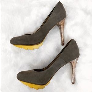 Virgem Madre • Pumps With Rubber Sole